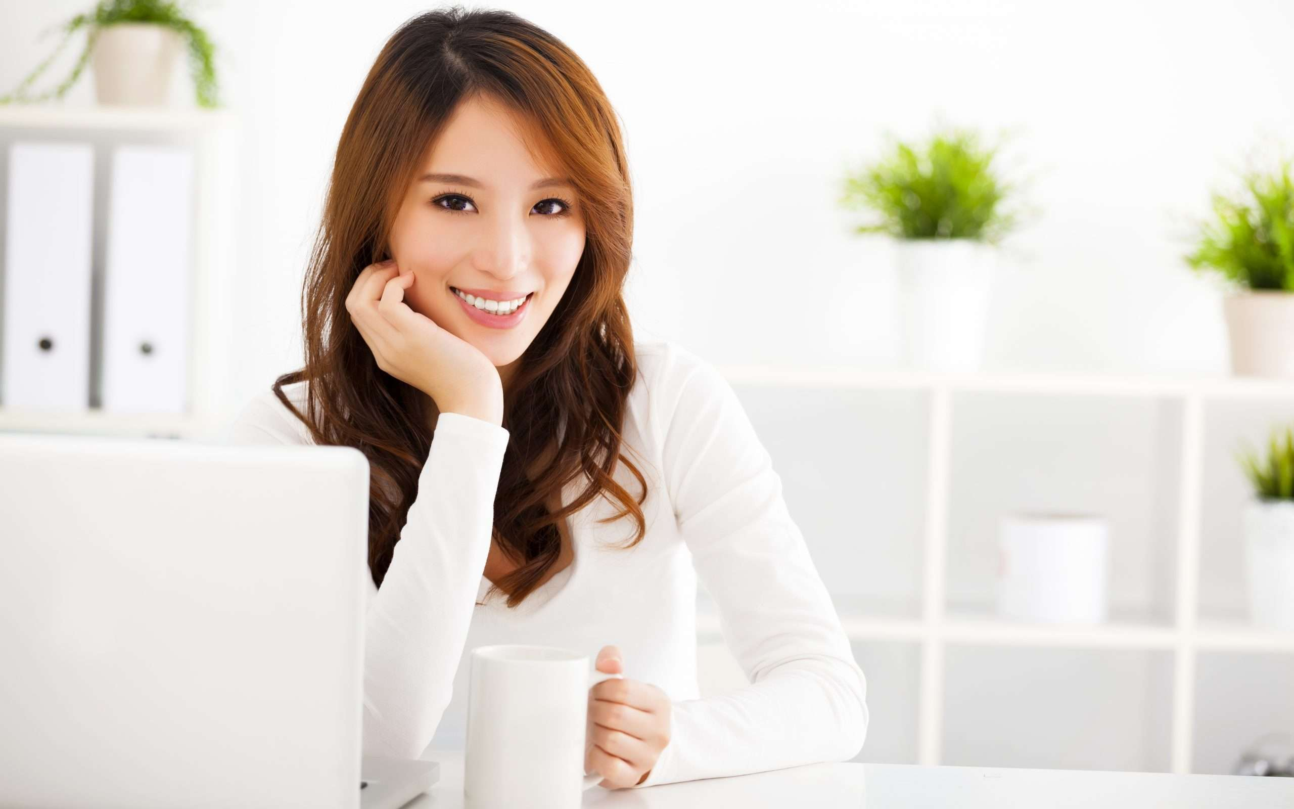A professional sitting at a computer prepares to write a business plan.